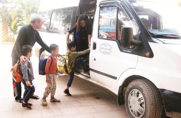 Giá dịch vụ đưa đón học sinh TPHCM