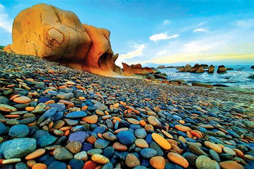 Bãi đá bảy màu Cổ Thạch