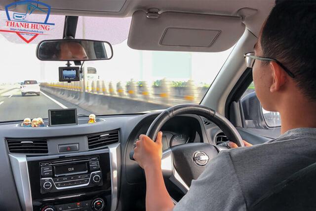 Chia sẻ 10 kinh nghiệm khi thuê xe tự lái